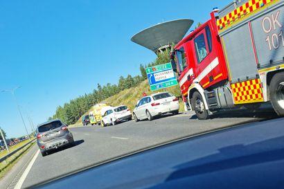 Yksi ihminen vietiin sairaalaan henkilöautojen peräänajokolarista Pohjantiellä