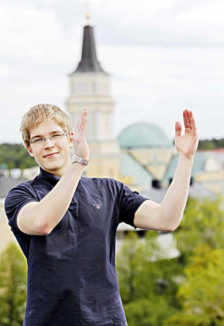 Oululainen Joel Huovinen nappasi Kalevan järjestämän Ookkonää Oulusa 2020? -kirjoituskilpailun voiton. Huovinen kertoi tekstinsä olevan huumorimielessä kirjoitettu kooste keskustelua herättäneistä kuntapoliittisista asioista.