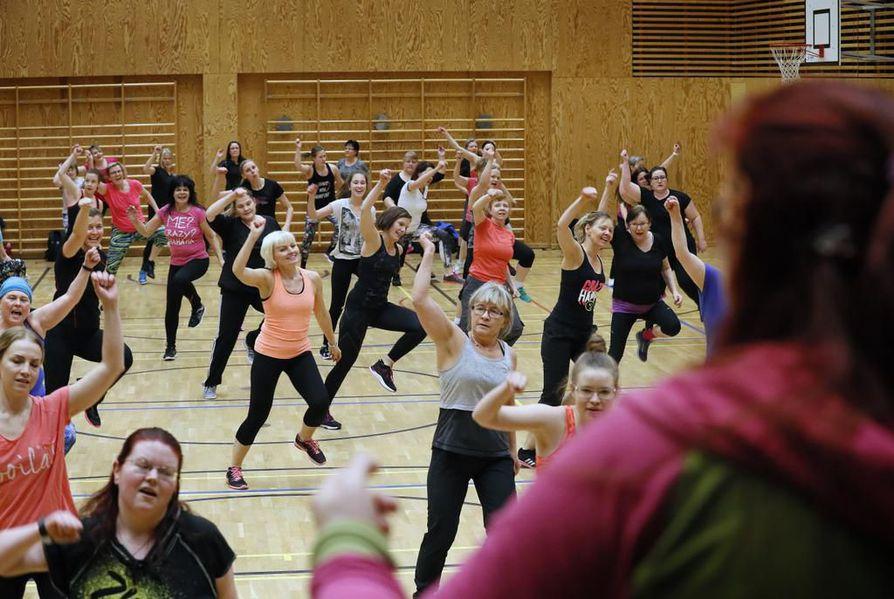 Oulun Pyrinnön jumpat olivat jumppajien mukaan suosittuja. Nyt ryhmäliikuntatunneille on luvassa jatkoa.  Arkistokuva.