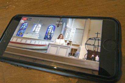 """Tyrnävä striimaa kirkkovaltuuston kokoukset seurakuntalaisille: """"Striimaus voi herättää kiinnostuksen seurakunnan toimintaa kohtaan ja lisätä tavoitettavuutta"""" – Lumijoellakin seuraava kirkkovaltuuston kokous näkyy seurakunnan Youtube-kanavalla"""