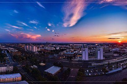 Kesäkuun lukijakuvassa komea Oulu kylpee auringonlaskussa keskiyöllä