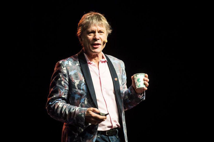 1980-luvulla Iron Maidenissa aloittanut hevilaulaja Bruce Dickinson on myös kysytty luennoitsija.