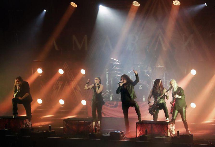 Ruotsalainen metalliyhtye Amaranthe esiintyi Club Teatrialla marraskuun 20. päivä.