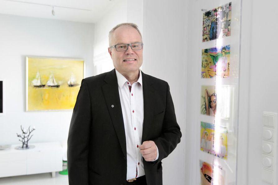 Oulun kaupunginhallituksen puheenjohtaja Kyösti Oikarinen kävi Helsingissä ajelemassa kaupunkipyörillä ja innostui niin, että haluaa Ouluunkin samanlaiset.