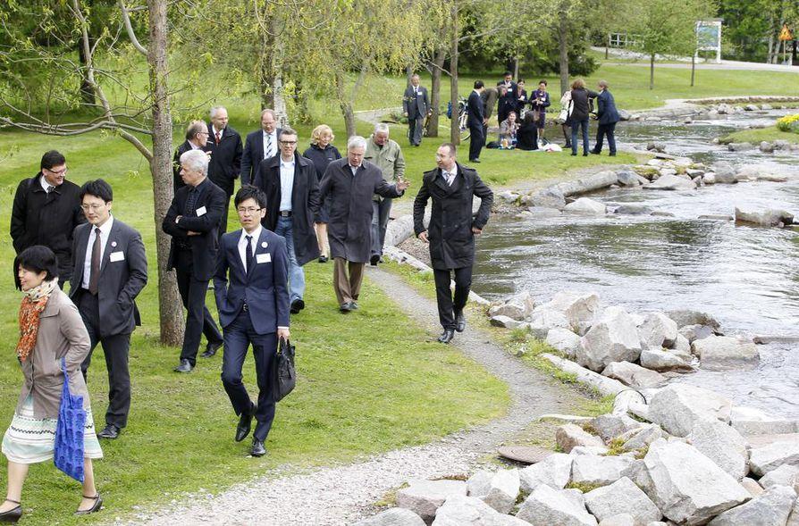 Kansainvälisen ilmastokongressin osanottajat tutustuivat kalaportaisiin Oulussa torstaina.