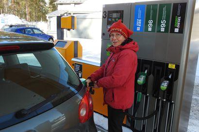 """Bensiinin hinta on noussut koronakuopasta – Autoilija pitää nykyistä hintaa """"aivan järkyttävänä"""""""