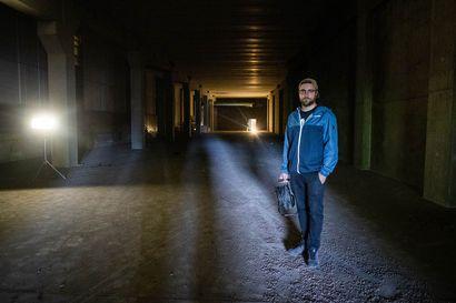 Rovaniemen ydinkeskustassa lymyilee tuntematon betonihalli – Ensi viikolla sen täyttää mediataideteos, mutta vain hetkeksi