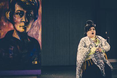 Arvio: Teatteri Saagan musiikkinäytelmä Elbe! on kunnianosoitus värikkäälle taiteilijapersoonalle, jonka elämä oli täynnä draamaa ja tragediaa