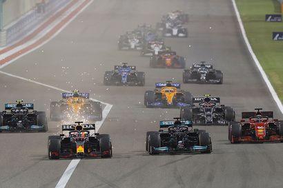 Analyysi: Lewis Hamiltonin ja Max Verstappenin hurja kaksintaistelu oli vain esimakua tulevasta – Valtteri Bottakselle on taas tarjolla vain apumiehen rooli