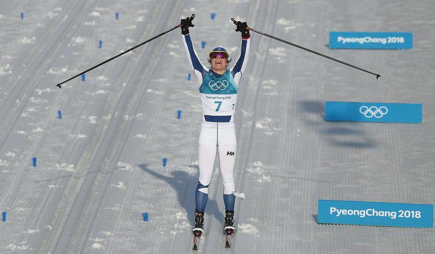 Krista Pärmäkoski hiihti viimeiset kymmenen kilometriä yksin.