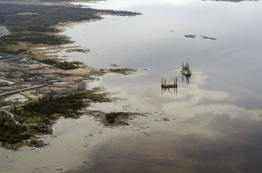 Hanhikiven edustalla sattui viimeksi öljyonnettomuus noin kuukausi sitten ruoppaustöiden yhteydessä.