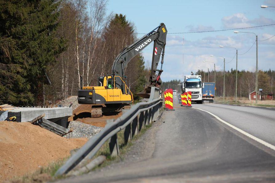 Valtatie 8:n remontti oli meneillään Pyhäjoella vuonna 2016.