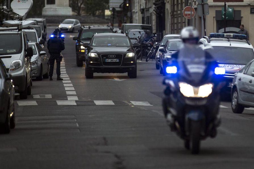 Poliisisaattue kuljetti marraskuun terrori-iskun toisen pääepäillyn, Salah Abdeslamin oikeuden eteen Pariisissa toukokuussa.