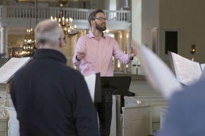 Onko kanttori muusikko vai hengellinen työntekijä? Uudessa kirjassa etsitään vastauksia tähän ikuisuuskysymykseen