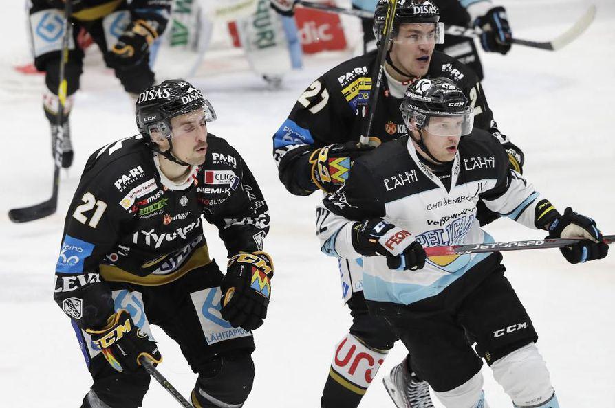 Aleksi Mustosen (22) on uutisoitu siirtyvän Kärppiin  ensi kaudeksi.