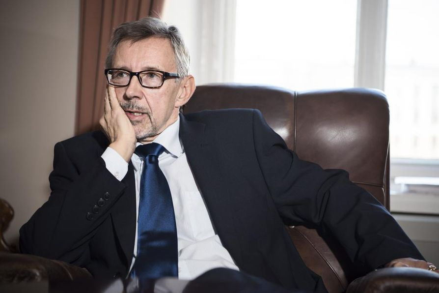 Entinen oikeuskansleri Jaakko Jonkka jäi eläkkeelle toukokuun alusta alkaen. Sen jälkeen ylimmän laillisuusvalvojan tehtävää ei ole hoitanut oikein kukaan.