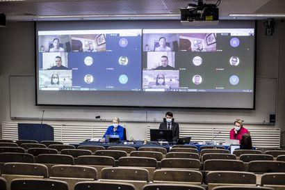Kyläkoulut päätettiin Rovaniemellä säilyttää, mutta  kaupunginvaltuusto onnistui vaalien lähestymisestä huolimatta säästämään – Haasteita jäi myös tulevalle valtuustolle
