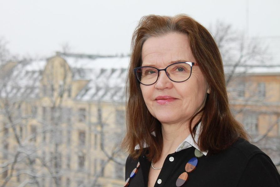 Alivaltiosihteeri Päivi Nerg on maakunta- ja sote-uudistuksen projektinjohtaja. Hän vastasi tiistaina uudistukseen liittyvin huoliin yhdessä valtiosihteeri Martti Hetemäen kanssa.