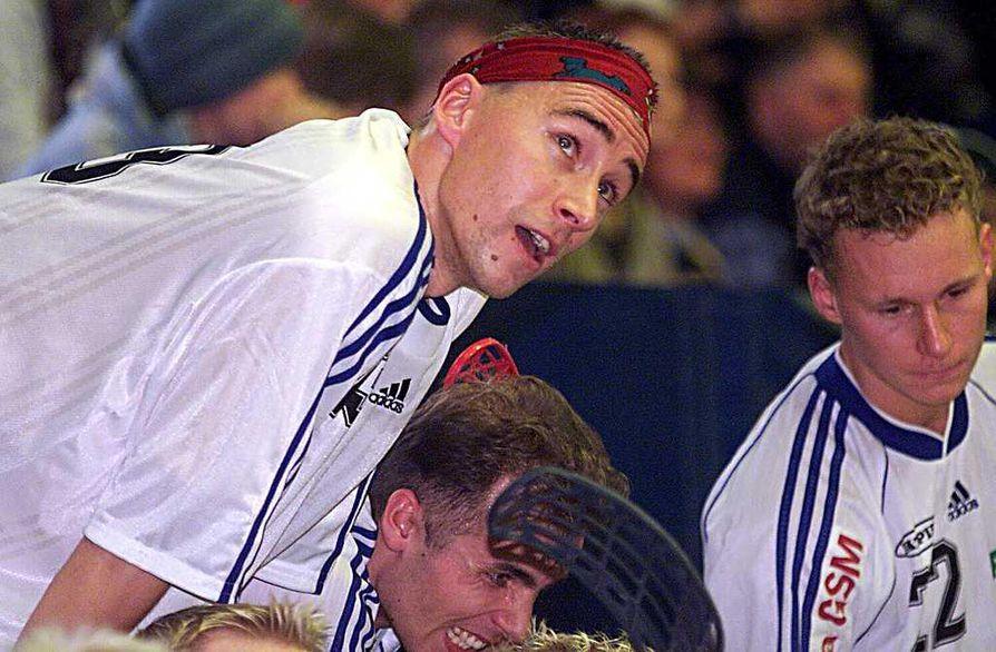 Salibandytähti Janne Tähkä kehitti ilmaveivin 1990-luvun loppuvuosina.