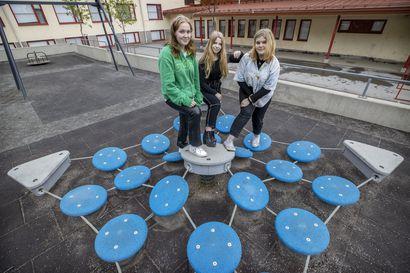 """Myllytullin koulun kolmikolle Nou Hätä! -pelastustaitokisan voitosta muhkea kesärahapotti –""""Ensiaputaidot rohkaisevat toimia tositilanteissa"""""""