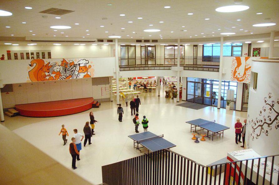 Ritaharjun alueella on paljon enemmän koululaisia kuin alueelle tehtyihin koulurakennuksiin mahtuu. Arkistokuva.