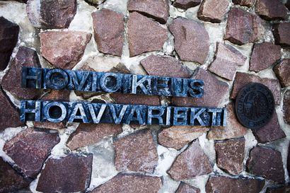 Mies kyyditettiin Jäälin soramonttualueelle, riisuttiin alushoususilleen ja ryöstettiin – hovioikeus laski kahden tekijän tuomioita