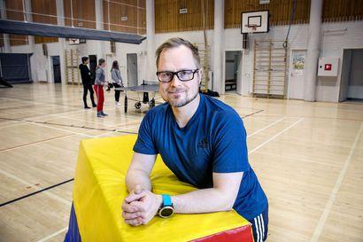 Vuoden liikunnanopettajana palkittu kemiläinen Olli Kelhä on aktiivisen elämäntavan ja hyvinvoinnin puolestapuhuja