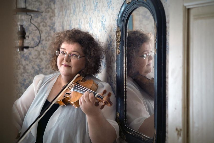 Oulunsalo Soin taiteellinen johtaja, viulisti Kreeta-Maria Kentala.