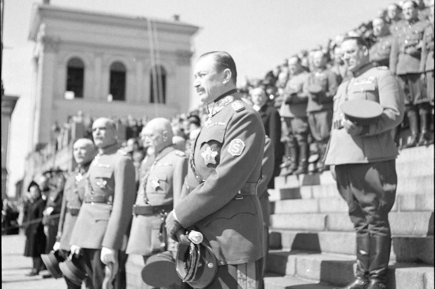Yliopiston luokanopettajaopiskelijoita pyydettiin poistamaan marsalkka ja ex-presidentti Carl Gustaf Emil Mannerheim kuvan järjestön kiltatilasta. Kyseinen kuva ei liity tapaukseen.