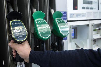 Näkökulma: Autolla ajaminen kallistuu taas – polttoainevero nousee ensi lauantaina keskimäärin 6,6 senttiä litralta
