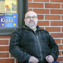 Kun Timo sai kymmenvuotislahjaksi rahaa, hän asteli Honka-Kipsalle ja osti grilliruokaa – maanantaina ammatinvaihdon tehnyt mies aloittaa grillin uutena yrittäjänä