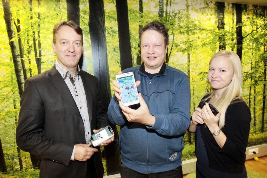 Vasemmalta Juha Väyrynen, Mika Vitikka ja Titta Järvelä.