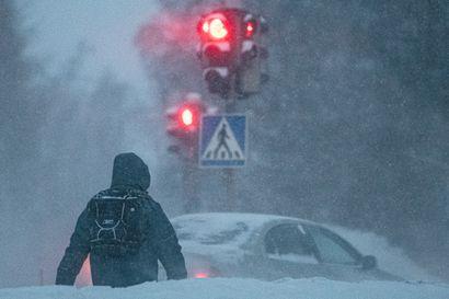 Nyt ei olekaan aivan tyypillinen tilanne: lumisadetta ja -15 asteen pakkanen – ole varoisena, jos olet tien päällä!