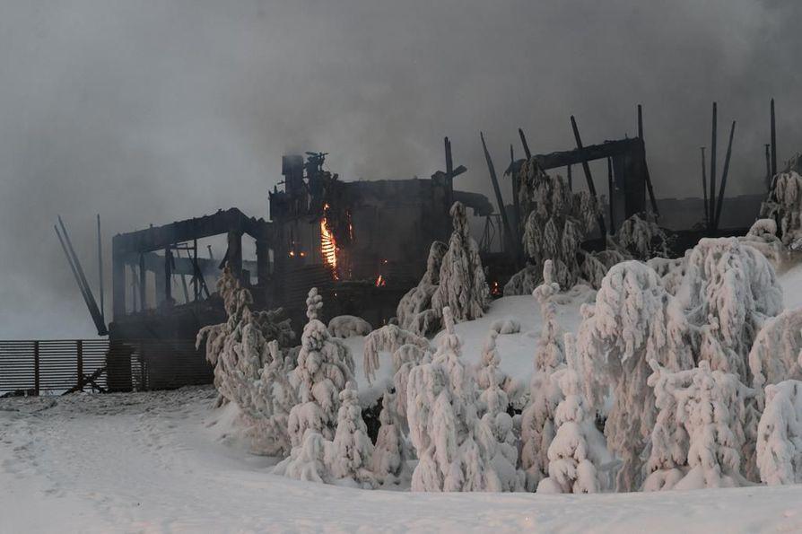 Hotelli Iso Syötteen tuhoisan tulipalon syttymissyy yhä