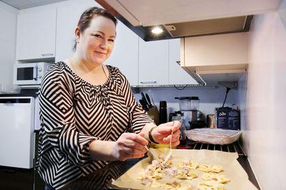 Oma kokemus arjen karikoista jalostui liikeideaksi – Tuija Pikkuhookana kokkaa ihmisten kodeissa