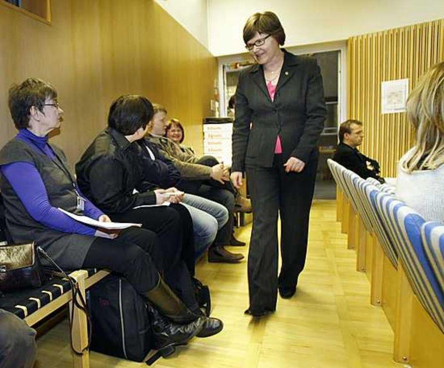 Yli-Iin kunnanjohtaja Rauni Nokela oli maanantaina paikalla kuuntelemassa Oulun kaupunginvaltuuston päätöstä.