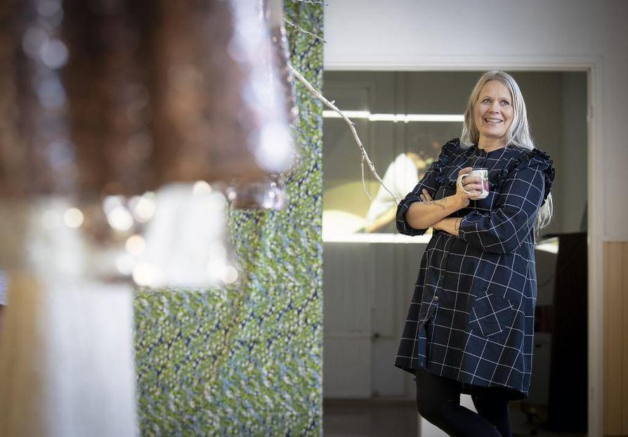 Paola Suhonen kokee Ivana Helsingin päässeen omalla tyylillä ja tekemisellä osaksi maailmalla tunnettua suomalaisen muotoilun jatkumoa. Kansainvälisesti tunnettu Ivana Helsinki on lyönyt läpi Aasian maissa, Euroopassa ja Yhdysvalloissa.
