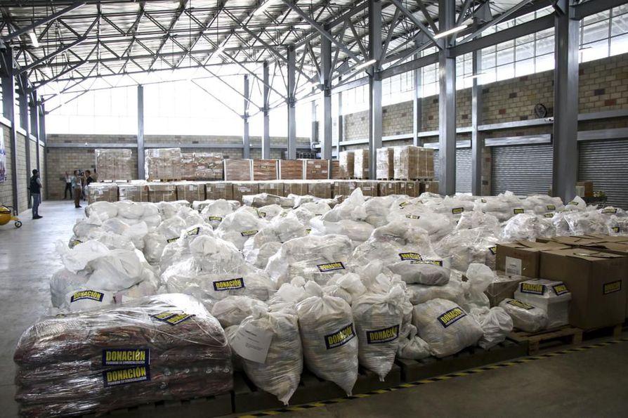 Cúcutan rajakaupungissa Kolumbiassa on varastoituna Venezuelaan tarkoitettua humanitaarista apua. Venezuelan presidentti Nicolás Maduro haluaa estää avun pääsyn maahan.