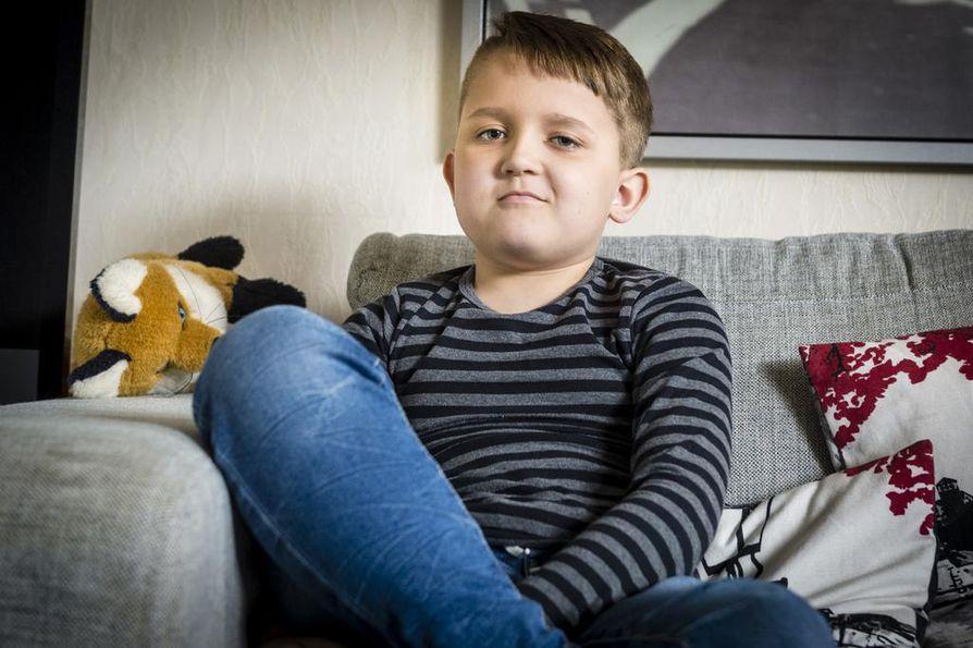 Aluksi Eetu Svärd puhui jonkin verran myös koulussa. Kotona hän puhuu kuin kuka hyvänsä lapsi.