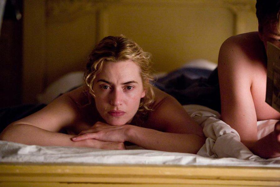 Kate Winslet tähdittää tv-ensi-illassa olevaa loistavaa Lukija-elokuvaa.
