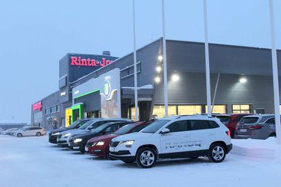 Autokauppaa Rovaniemellä sotien jälkeen