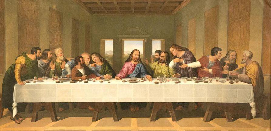 """Porvoon Tuomiokirkon kopio Leonardo da Vincin maalauksesta Viimeinen ehtoollinen. Maalauksessa nähdään, kuinka Juudas Iskariot kaataa kädellään suola-astian purkaen """"suolaliiton"""" eli ystävyyden Jeesuksen kanssa."""