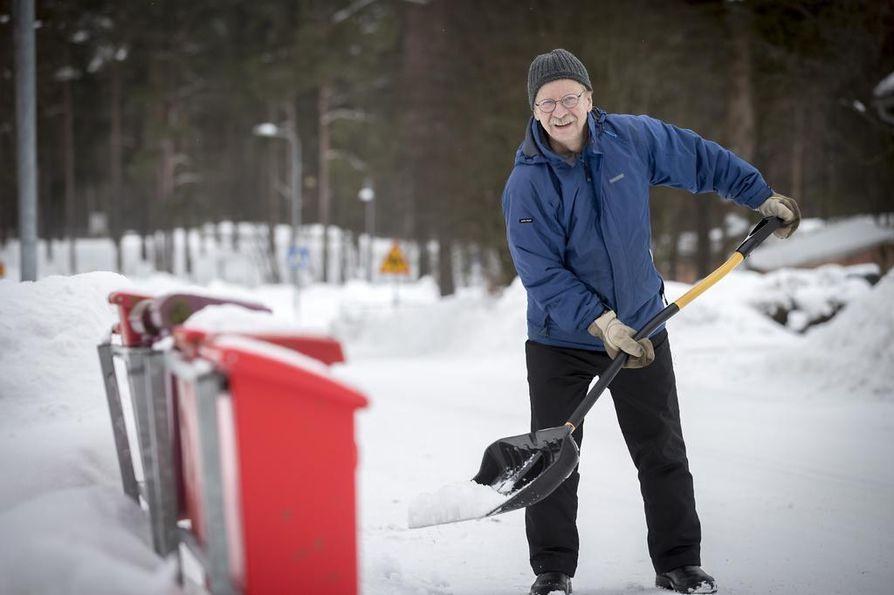Professori, historioitsija Matti Lackman luennoi torstaina Oulussa Kansallisarkistossa.