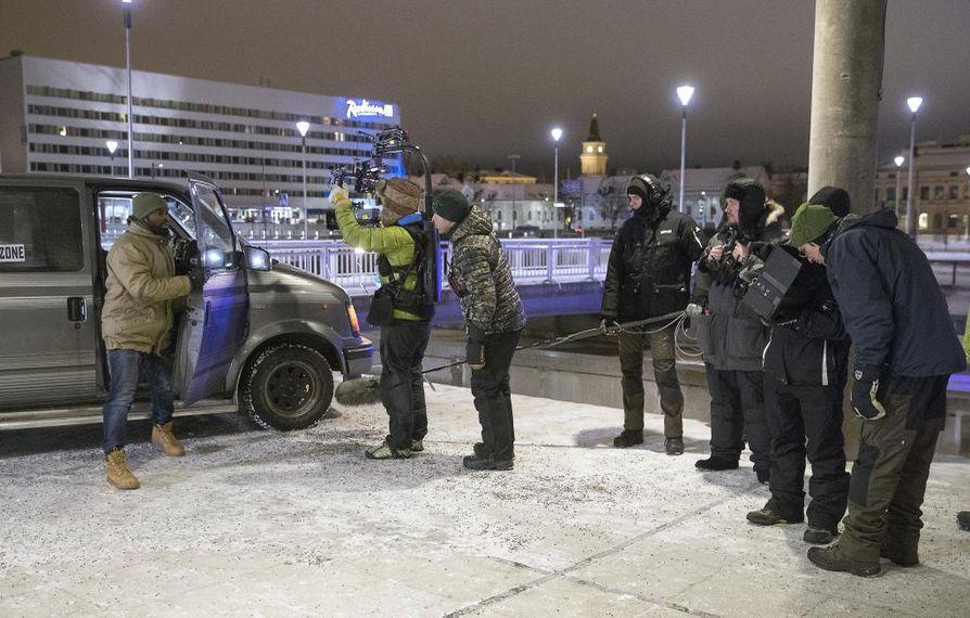 Autosta pois nouseva ruotsalainen David Nzinga näyttelee yhtä pääosaa Oulussa parhaillaan kuvattavassa psykologisessa jännitysdraamassa.
