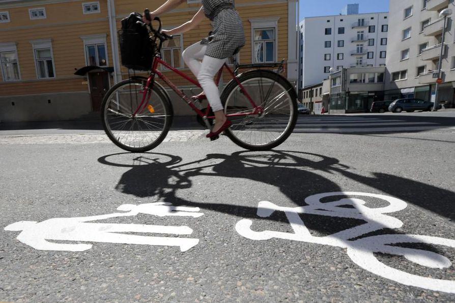 pyörätie, pyöräily, kevyen liikenteen väylä