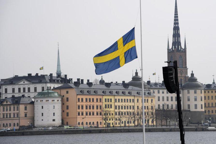 Neljä ihmistä kuoli, kun rekka ohjattiin väkijoukkoon Tukholmassa viikko sitten perjantaina.