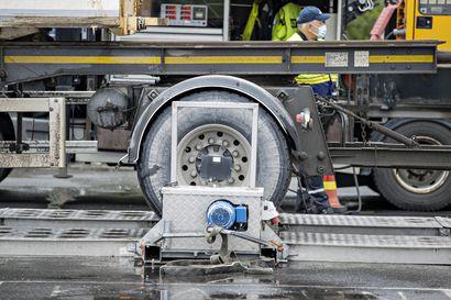 Oulun poliisia tuli liikenteessä vastaan vaarallinen yhdistelmä: Lähes jarruttomassa kuorma-autossa oli yli 10 000 kiloa ylikuormaa
