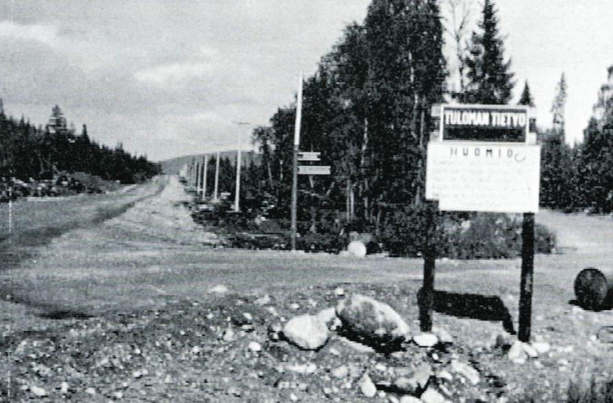 Suomalaiset rakensivat 1961–1962 167 kilometriä tietä kuolanvenäläiseen korpeen, valtakunnanrajalta Ylä-Tuuloman voimalaitostyömaalle.