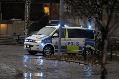 SVT: Pohjois-Ruotsin Tören metsätieltä löydettiin vainaja - poliisi tutkii tapausta murhana tai surmana