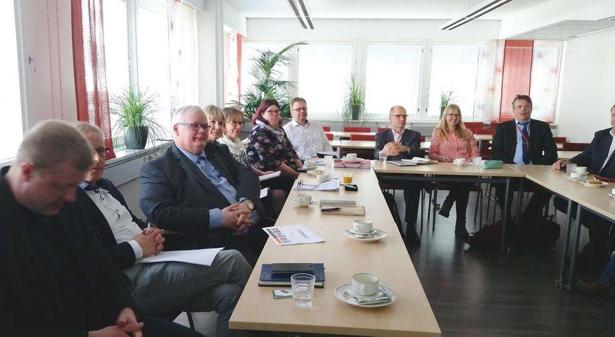VaikuttajaForumin ensimmäinen kokous pidettiin 23.huhtikuuta. Forumia luotsaa Kiimingin  Yrittäjien puheenjohtaja, Pohjois-Pohjanmaan Yrittäjien varapuheenjohtaja Miika Sutinen.